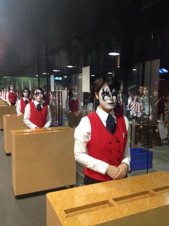 KISSの大阪公演でのもぎり嬢たちが素晴らしい! これぞデトロイト・ロックなおもてなし。